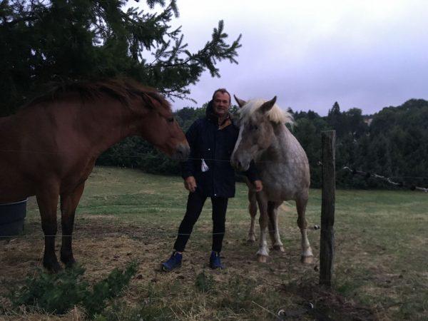 Bruno, s'occupe de l'exploitation agricole, fait pousser l'orge et le foin de nos chevaux et nous accompagne sur les randonnées à cheval, en VTT ou pour l'intendance